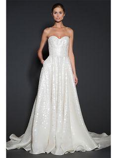 アクア・グラツィエがセレクトした、NAEEMKHAN(ナイーム カーン)のウェディングドレス、NK016をご紹介いたします。