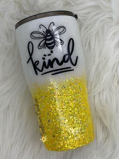 Bee Kind Yellow Glitter Tumbler - Tumblers For Tina! Diy Tumblers, Personalized Tumblers, Custom Tumblers, Glitter Tumblers, Monogram Tumblers, Acrylic Tumblers, Yellow Glitter, Glitter Cups, Glitter Canvas