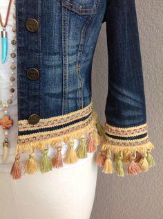 Big Fashion, Denim Fashion, Hippie Chic, Boho Chic, Jeans Refashion, Dark Denim Jacket, Estilo Jeans, Denim Ideas, Denim Crafts