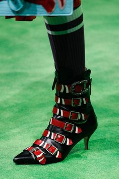 a2c69c690d1 Gucci Spring 2017 Menswear Accessories Photos - Vogue Gucci Spring 2017