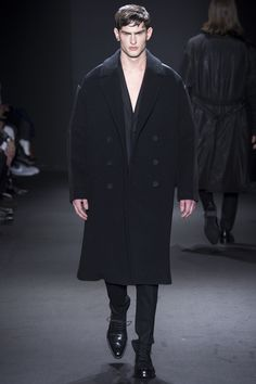 See the complete Calvin Klein Collection Fall 2016 Menswear collection.