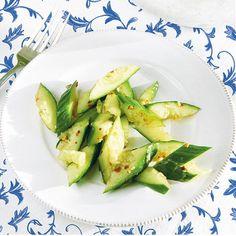 Lekker recept gevonden: Gekneusde komkommer op zijn Chinees Zucchini, Avocado, Vegetables, Food, Lawyer, Essen, Vegetable Recipes, Meals, Yemek