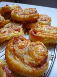 Gourmandises et Merveilles: Apéro chic, vite fait bien fait ! Palmiers au gorgonzola et jambon cru et anchois-tomates séchées