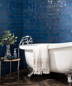 Kitchen wall tiles at Topps Tiles. Available in a range of colours, materials and patterns. Blue Kitchen Tiles, Blue Tiles, Kitchen Backsplash, Colourful Bathroom Tiles, Blue Bathroom Tiles, White Bathroom, Home Design, Design Ideas, Light Blue Kitchens