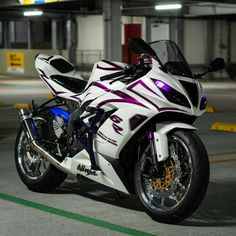 That You Ride - Real Time - Diet, Exercise, Fitness, Finance You for Healthy articles ideas Kawasaki Ninja 250r, Kawasaki Zx6r, Kawasaki Motorcycles, Racing Motorcycles, Motorcycle Bike, Custom Motorcycles, Ninja Bike, Custom Sport Bikes, Stunt Bike