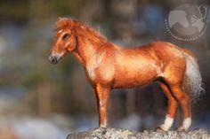 Kavioiden kopsetta & koparoiden naksetta: Huovutettujen hevosten lauma  Needle felted horse