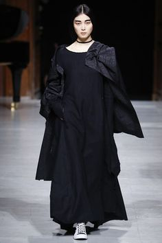 http://www.vogue.co.uk/fashion/autumn-winter-2016/ready-to-wear/aganovich/full-length-photos/gallery/1595269