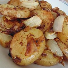 Roasted Potatoes and Onions - Easy and Delicious The Best Recipes Dish Potato Sides, Potato Side Dishes, Vegetable Side Dishes, Vegetable Recipes, Veggie Side, Veggie Food, Roasted Potatoes And Onions, Sliced Potatoes, Roasted Vegetables