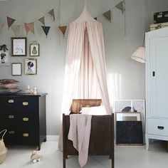 Oh my @baravickan your styling is impeccable  Saturday room inspo at its finest x