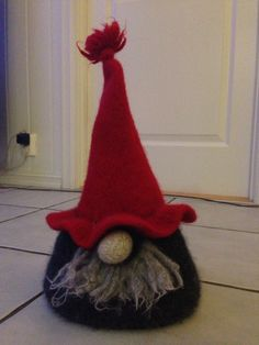 Strikket/tovet Vin-nisse Gnomes, Scandinavian, Rooster, Diy And Crafts, Wine, Roosters