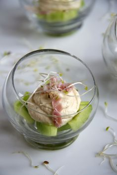 Ham creamcheese mousse on a bed of cucumber cubes Gourmet Recipes, Appetizer Recipes, Snack Recipes, Cooking Recipes, Appetizers, Tapas, Love Food, A Food, Food And Drink