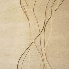 Architektur mit Naturstein: Abstrakte Pflanzenmuster im Kalkstein am Sainsbury Laboratory der Universität Cambridge