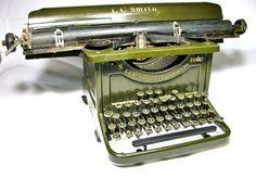 green vintage typewriter: (typewriter for tiny hands. Retro Typewriter, Antique Typewriter, Vintage Love, Vintage Items, Vintage Green, Underwood Typewriter, Vintage Typewriters, Newborn Photos, The Past