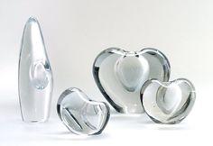Orkidea and Sydän vases by Timo Sarpaneva Finland Glass Design, Design Art, Alvar Aalto, Ceramic Artists, Glass Art, Sculptures, Objects, Pottery, Ceramics