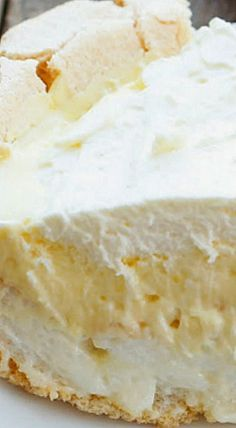 Lemon Angel Pie - a delicious pie. With little more than a handful of eggs, cream, sugar, and a lemon, you have what it takes to make this amazing Lemon Angel Pie! 13 Desserts, Lemon Desserts, Lemon Recipes, Pie Recipes, Sweet Recipes, Delicious Desserts, Dessert Recipes, Cooking Recipes, Plated Desserts