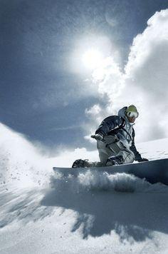 Mit Sonnenschein macht es doppelt so viel Spaß. #Snowboarden #SportScheck