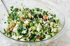 'Detox' Salad full of Dark Green Leafy Veggies - detox soup - Brokkoli Rezepte Brocolli Cauliflower Salad, Brocolli Salad, Detox Salad, Detox Soup, Detox Recipes, Salad Recipes, Healthy Salads, Healthy Eating, Vegetarian Recipes
