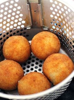 Stuffed Potato Balls (Papa Rellenas) — This Potato Ball recipe is an excellent way to liven up an appetizer station. Mashed potatoes are filled with ground beef and then deep-fried to perfection Boricua Recipes, Mexican Food Recipes, Potato Dishes, Potato Recipes, Dip Recipes, Light Recipes, Papas Rellenas Recipe, Fried Mashed Potatoes, Leftover Mashed Potatoes