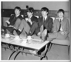 23 The Royal Command Performance at the Prince of Wales Theatre in London, in the presence of the Queen Mother and Princess Margaret. The Beatles november 4th, 1963_0U