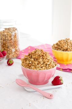 Chia Egg Coconut Granola (Oil-free) #vegan #quinoa Healthful Pursuit | Healthful Pursuit