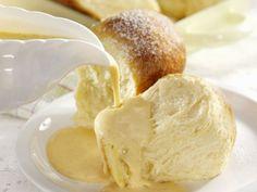 Rohrnudeln (Buchteln) mit Vanillesoße ist ein Rezept mit frischen Zutaten aus der Kategorie Hefeteig. Probieren Sie dieses und weitere Rezepte von EAT SMARTER!