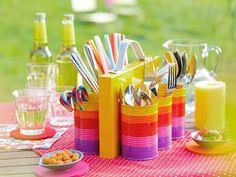 Gastgeber freuen sich auch bei Gartenfesten und Grillpartys über helfende Hände. Bei diesem fröhlichen Besteckcaddy greifen auch die Helfer gerne zu und die Tafel ist im Nu gedeckt.