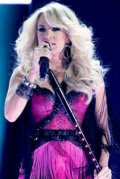 Carrie Underwood's blonde locks always look amazing.. Might dye my hair this color during the summer..