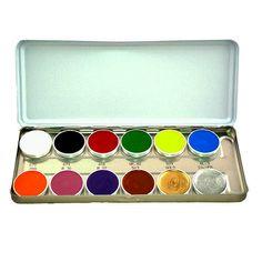 Se utiliza con éxito no sólo para maquillajes comunes, sino también para crear efectos de colores brillantes. Por sus características, es eficaz para sombrear e iluminar. Presentación paleta de 12 colores (40 ml.)
