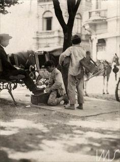 "Pastore Vicenzo, ""Meninos engraxates"", 1910  / Brasiliana Fotografica"
