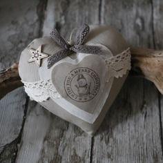 Coeur en bois gris ardoise, motif couronne de laurier, ange en ... on