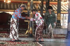 Sri Sultan Hamengku Buwono X, Sri Paduka Paku Alam IX and GKR Hemas in batik - 10th May 2012.
