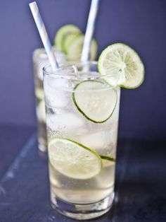 Cucumber ginger fizz - a refreshing gin cocktail, perfect for your favorite mom. Ingredients used are: Cucumber infused vodka, Ginger Ale, Fresh limes, Cucumber. Vodka Drinks, Cocktail Drinks, Fun Drinks, Cocktail Recipes, Beverages, Drink Recipes, Vodka Martini, Alcoholic Cocktails, Cocktail Ideas