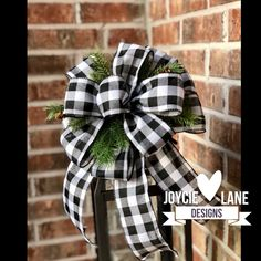 Christmas Bows, Rustic Christmas, Christmas Decor, Christmas Ideas, Holiday Decor, Deco Mesh Wreath Supplies, Making Bows For Wreaths, Bow Making Tutorials, Homemade Bows
