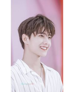"""Yang Yang 杨洋©️ on Instagram: """"I hope your weekend will be awesome now😍😍❤️ Yeah or Nah 🌸🌸 . #杨洋 #YángYáng #yangyang #yangyangindia #yangyanginsta #yangyanglove #hotguys…"""" Park Hyung Sik, Handsome Actors, Handsome Boys, Jackson Wang, Asian Actors, Korean Actors, Yang Yang Zheng Shuang, Darren Wang, Yang Chinese"""