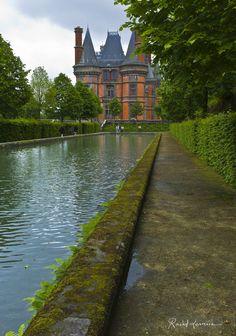 Vue du Château de Trévares depuis le bassin, Finistère, Bretagne de Rachel Laurence