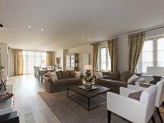 Salle de séjour classique • tapis • divan • rideaux • parquet • Photo: www.livingwood.be
