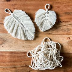 Diy Blog, Macrame Knots, Diy Gifts, Playroom, Diy And Crafts, Upcycle, Crochet Earrings, Feather, Projects To Try