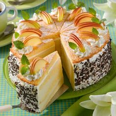 Southern Recipes Apple creme layer cake Ingredients 250 g butter, soft 200 g sugar 1 pack (s) … Apple Recipes, Sweet Recipes, Cookie Recipes, Dessert Recipes, Southern Recipes, Sweets Cake, Cupcake Cakes, Vegan Peanut Butter, Hungarian Recipes