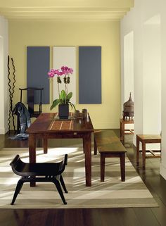 Dining room with Hawthorne Yellow ceiling and accent wall.