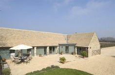 3 Bedroom Barn in Cirencester to rent from £658 pw. With TV and DVD.