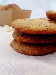 Cookies aux pépites de chocolat blanc et noisettes (sans lait, ni œuf, ni gluten)