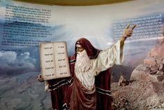 ¡La Iglesia Católica también cambió los diez mandamientos!