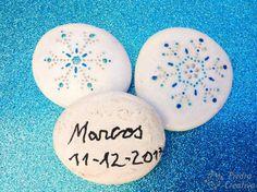 Piedras pintadas con pegatinas - PiedraCreativa Painted Rocks, Crafts For Kids, Stickers, Creativity