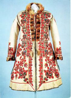 Rókamálas ködmön. Tudja valaki pontosan honnan való? Folk Costume, Costume Dress, Bohemian Costume, Costumes Around The World, Hungarian Embroidery, Leather Art, Antique Clothing, Kirchen, Fashion History