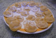 Ravioli di pasta fatta in casa con gamberetti ed emmental