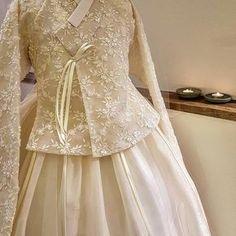 ~ Living a Beautiful Life ~ So detailed. Korean Traditional Dress, Traditional Fashion, Traditional Dresses, Batik Fashion, Hijab Fashion, Fashion Dresses, Dress Brokat, Dress Anak, Korea Fashion