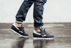 The Reebok Classic Leather Suede is offered in another classic colorway for summer Find it now from Reebok stores. Converse, Vans, Fashion Boots, Sneakers Fashion, Fashion Men, Best Sneakers, Sneakers Nike, New Balance, Reebok