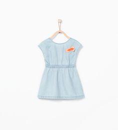 Imagem 1 de Vestido de ganga aplicação decote nas costas da Zara