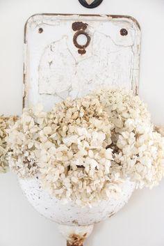 flowers in enamel *hellarozas*