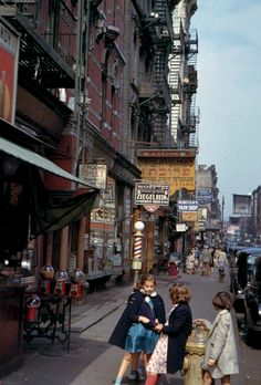 Color photos of New York, 1940s, by Charles Cushman.  I could look at this website all day.